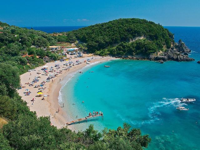 Η παραθαλάσσια κωμόπολη με τις 5 ΣΥΓΚΛΟΝΙΣΤΙΚΕΣ παραλίες και το ενετικό κάστρο είναι ιδανική για καλοκαιρινή απόδραση!!!